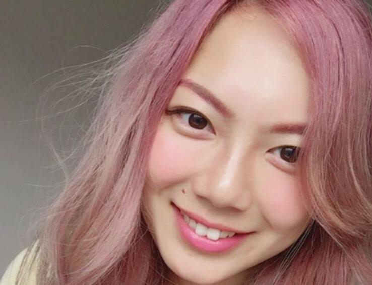 志村玲那ピンク髪