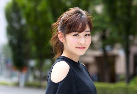 岩田絵里奈アナと村上佳菜子似てる水着画像や高校も